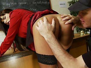 adorable pornstar saugt von einem massiven Schwanz Sperma aus und bekommen es ihre Muschi ravish