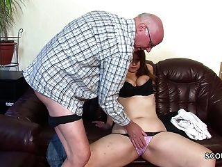 alte Großvater verführen nicht Enkelin zum ersten Fick
