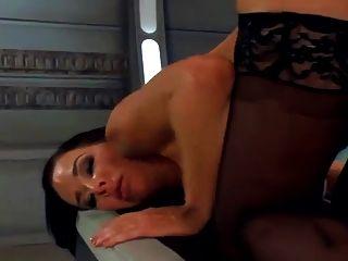 Maschine fickt eine heiße MILF hart, mehrere Verspritzen orgasms.hd