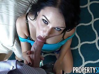 propertysex - junge Brünette fickt ihren Wirt auf Kamera