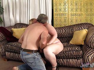 blonde praller Ilena reitet auf einem fetten Schwanz Kuryakin