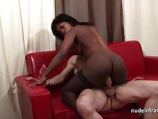 spritzen schwarze Schlampe hart anal gefickt gefistet und facialized