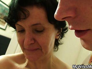haarige Pussy alte Mutter und Junge Sex