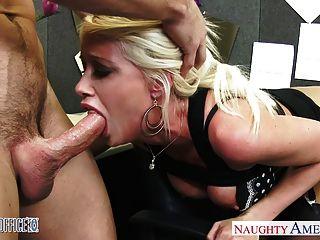 vollbusige Blondine riley jenner Ficken im Büro
