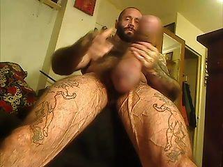 Muskel-Bär mit Monsterschwanz