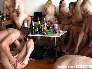 Hardcore Gruppen-Sex auf Home