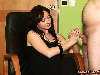2 abspritzen auf maya schwarzen Kleid