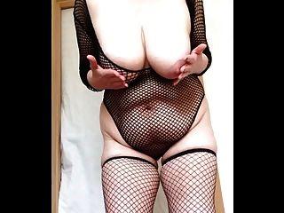 sexy Oma Netzstrümpfe große Titten und Muschi slapping