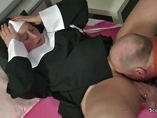 Deutsch Oma Nonne mit nicht Vater in sextape gefickt