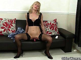 British Granny elaine arbeitet ihre alte Pussy