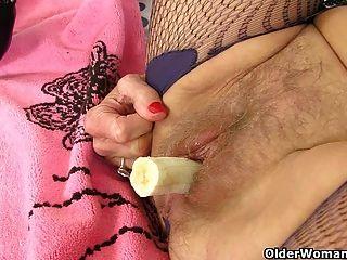 british Omas Georgie und Zadi liebe Füllung ihre Muschi