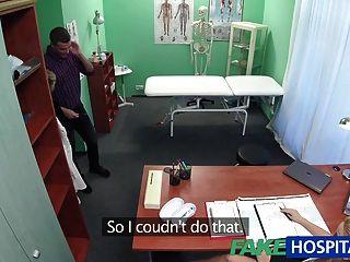 fakehospital Krankenschwester saugt für Spermaprobe Schwanz