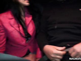 Magma Film Handjobs für Fremde in der Öffentlichkeit