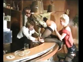 Gruppen-Sex mit mehreren schönen Deutsch reife Frauen in Strümpfen