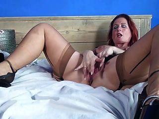sexy reife Mutter und Frau mit sehr hungrig Pussy