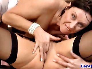 Ältere Lesben von britischen Milf pussylicked bekommen
