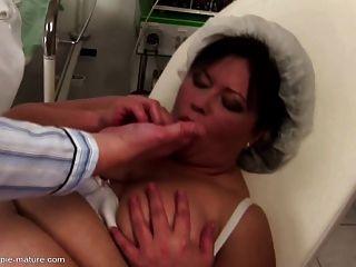 große Mutter bekommt anal Creampie und ficken in alle Löcher