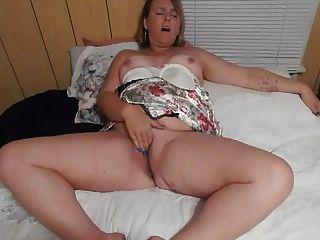 Frau spielen Withe ihre Muschi