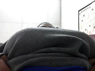 Big Titty schwarze Frau Titties bei der Arbeit zeigen ... wieder