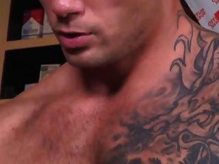 Geschäft MILF in Strümpfen und Spitzen Körper fucks in einer Bar