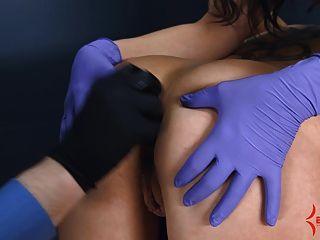 anal Jungfrau bekommt schmerzhaft anal mit Arsch in den Mund Stretching