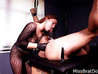 Prostata-Massage Sklave von Domina Miss Verdrehungen gebunden