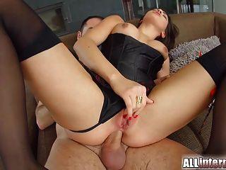Allinternal vollbusige Hottie bekommt ihren Arsch mit Schwanz gefüllt