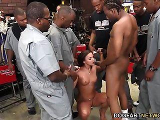 amirah adara fickt eine ganze Crew von schwarzen Jungs