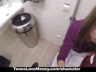 teenslovemoney - russische Babe fickt Fremden für Geld