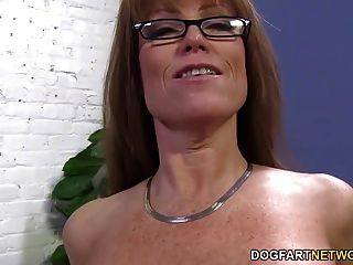 sexy Puma Darla Kran bekommt von großen schwarzen Schwanz anal