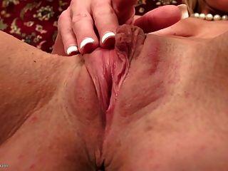 kräftige, muskulöse reife Mutter mit engen Pussy
