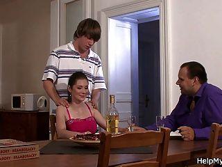 Mann Pizzabote beobachten fickt seine schwüle Frau