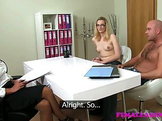 femaleagent Milf fucks hot girls Freund vor ihr