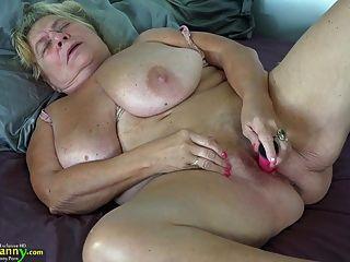 oldnanny Teen gefickt alte vollbusige Mutter mit strapon
