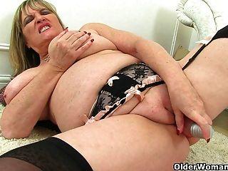 british milfs Alisha rydes und liebe Amy dildoing ihre Muschi