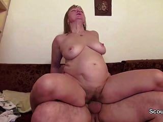 Mama und Papa in echten Porno-Casting, weil das Geld brauchen