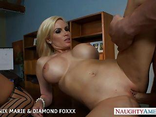 Blondinen Phoenix Marie und Diamant foxxx ficken in Vierer