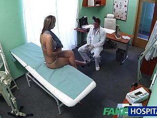 fakehospital atemberaubende Blondine will Ärzte in ihrem