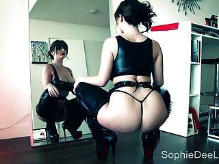 schöne große tit pornstar sophie dee sinnliche Striptease