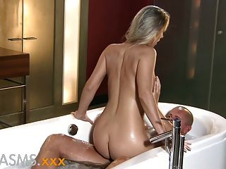 Orgasmen romantisches Bad Fick mit hot blonde