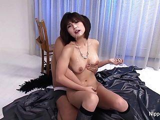Japanische Cutie bekommt ihr Gesicht und Titten mit Sperma geduscht