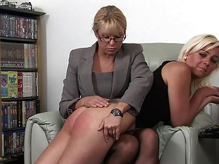 Blondinen Mädchen verprügelt