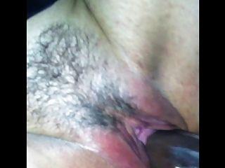 Schlampe Frau bei Glory Hole schwarzen Hahn saugen