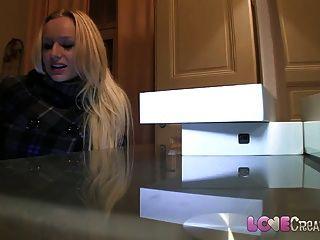 Liebe Creampie leichtgläubig große Titten Blondine nimmt auf Kamera Schwanz