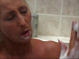 schöne Frauen in der Badewanne 3