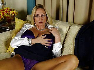 vollbusigen amerikanische Hure Mutter mit rasierte Muschi