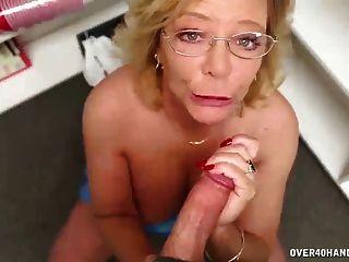 vollbusige alte Dame Wichsen
