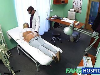 fakehospital Blondine mit großen Titten will Krankenschwester werden