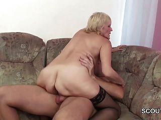 Enkel verführen blonde Oma ficken und cum