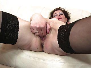 mageren Mutter mit hungrigen Vagina reifen